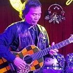 thay-chu-van-do-day-guitar-long-bien