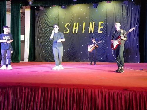 thầy cô guitara tổ chức thi âm nhạc các trường tại Long Biên và Gia Lâm
